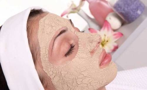 Women use sandalwood for healthy and glowing skin