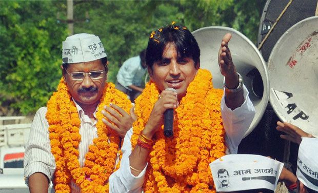 Kumar Vishwas Likely to Join BJP. Kejriwal Upset