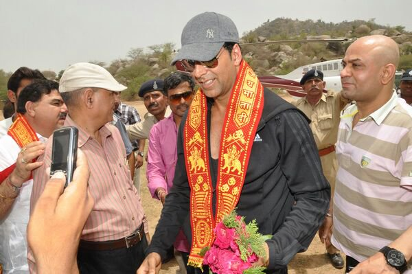 Breaking news, Bollywood Star Akshay Kumar to Join BJP soon, Its Official
