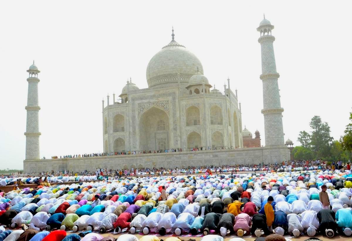 खतरे की घंटी : ASI के बैन के बावजूद जान बूझ के ताज महल में नमाज़ अदा की, दिखाना चाहते हैं अपनी ताकत !